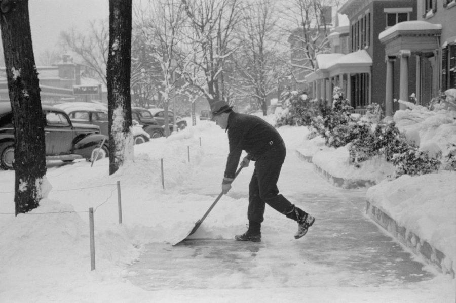 hand_shoveling