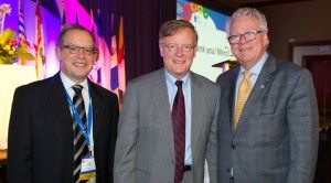 From left to right: Ray Racette, President and CEO of the CCHL, Jeffrey Simpson of the Globe and Mail and Bill Tholl, President of HealthCareCAN pose after the 2015 Great Canadian HealthCare Debate,