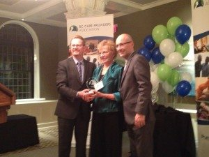 Louise Johnson receives the Innovation of the Year Award from Health Minister Terry Lake and CEO Daniel Fontaine